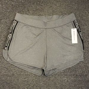 ♥️ NWT Women's active shorts size L